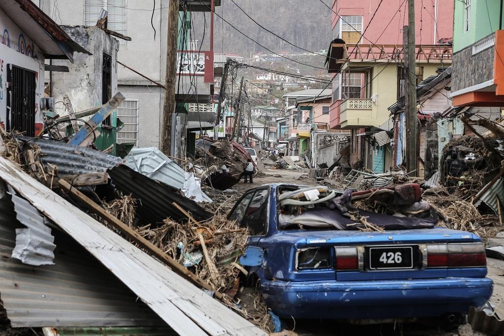 I september ramte orkanen IRMA - og efterfølgende JOSÉ og MARIA - børn og deres familier i det caribiske øhav. Mange børn mistede ALT. Hjem, skoler, hospitaler og veje blev fuldstændigt jævnet med jorden.