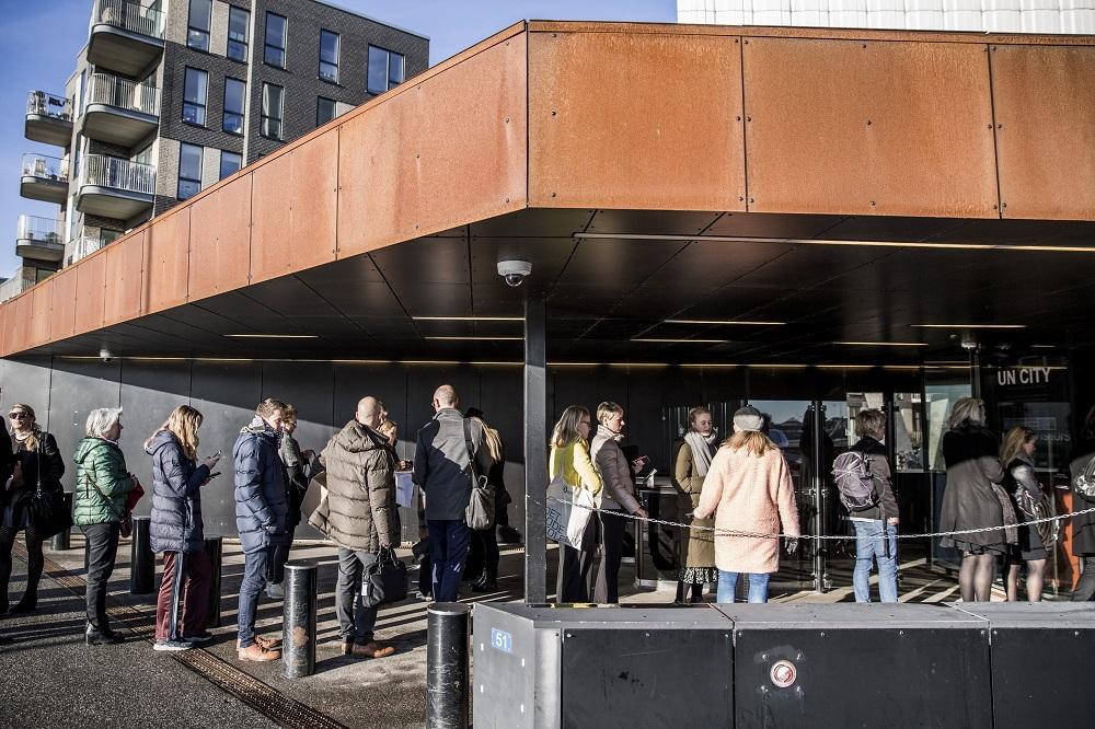 Der var kø for at komme igennem FN Byens security. Foto: Lise Balsby
