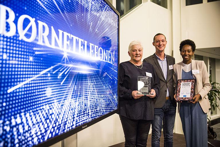 Årets UNICEF Pris 2017 blev uddelt på Børnenes Dag-konferencen den 20. november. Den gik velfortjent til Børnetelefonen hos Børns Vilkår, der gør og længe har gjort en fantastisk forskel for børn i Danmark.