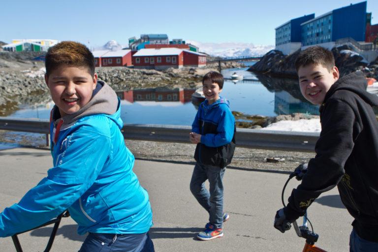 Grønlandske børn leger