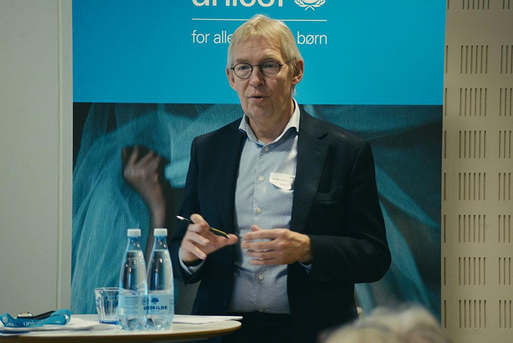Formand for bestyrelsen, Alfred Josefsen, fremlægger årsresultatet.