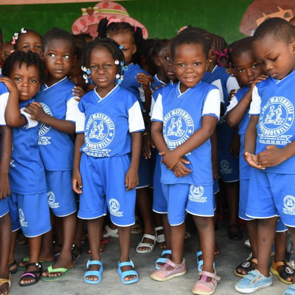 Børn i Côte d'Ivoire er placeret på et center hvor de får en chance mere for at gå i skole.