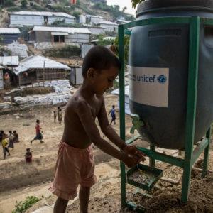 UNICEF/2017/LeMoyne/Childt/Waterpoint/Bangladesh Sådan bruger vi penge. Læs her hvad din støtte går til
