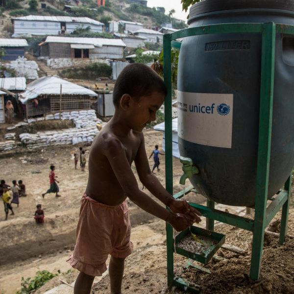 UNICEF/2017/LeMoyne/Childt/Waterpoint/Bangladesh Sådan bruger vi penge