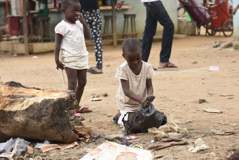 skrald-fattigdom-børn-gadebørn