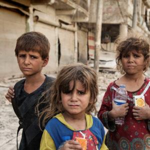 Børn flygter fra Modul i Irak UNICEF/2017/Romenzi/Children/War/Iraq