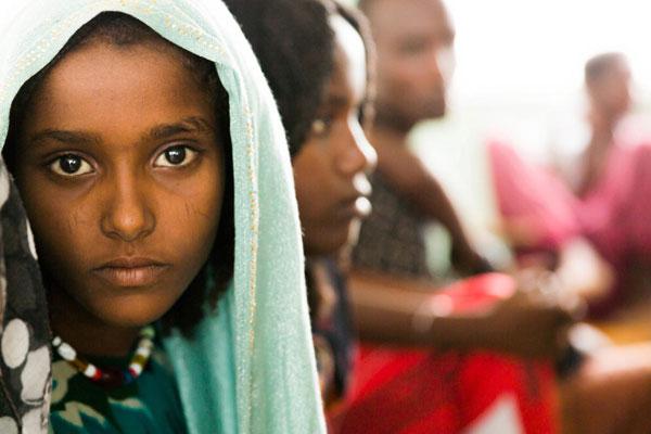 14-årige Aisha fra Etiopien har været udsat for pigeomskæring. Hun har så mange følgeskader, at hendes forældre har valgt ikke at omskære hendes søskende. Alle børn skal vokse op uden overgreb