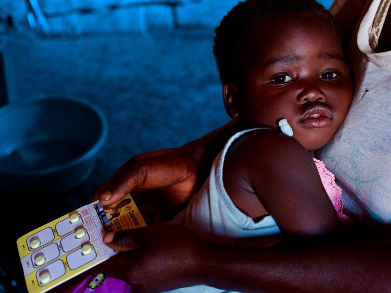 pige-malaria-malawi-barn-medicin