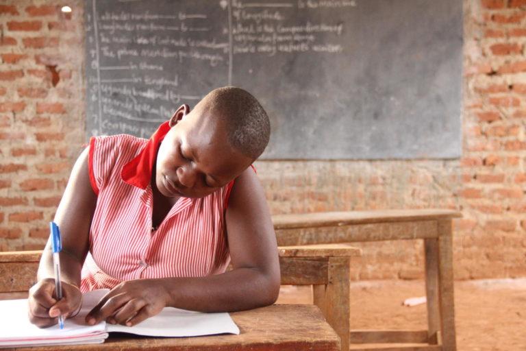 Alissati Namagambe modtager nu sin uddannelse efter at være blevet reddet fra børneægteskab