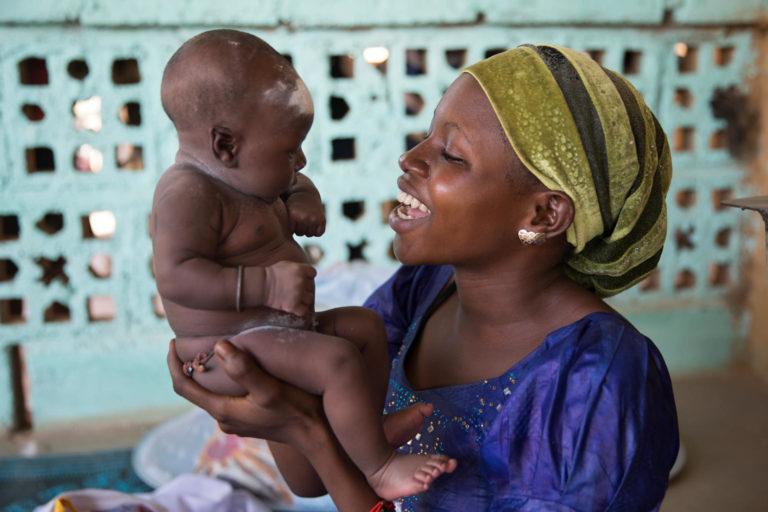 UNICEF hjælper børn med at overleve og trives.