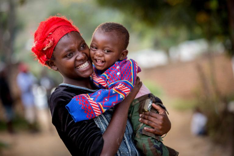 UNICEF/2017/Schermbrucker/Woman/Child/Smiles
