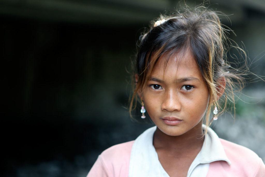 Elenita er et af de mange børn, som lever i ekstrem fattigdom i Filippinerne. Alle børn skal vokse op uden overgreb
