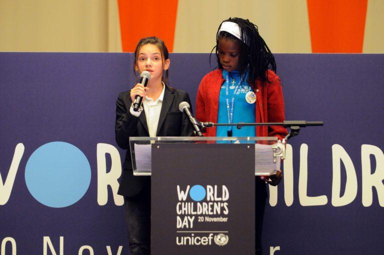 © UNICEF/UN0146381/Nesbitt. Børn skal både høres og ses. De har ret til at blive hørt, når det handler om ting, der vedrører deres liv og trivsel.