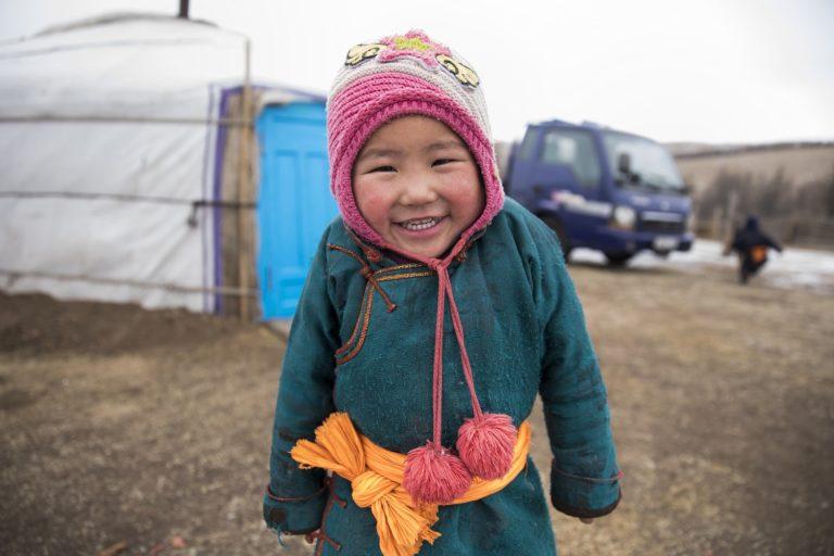 Også Batyargal og hendes søskende har ret til sundhedshjælp, selvom de bor langt væk fra det meste i Mongoliet. © UNICEF/UN0198619/Njiokiktjien VII Photo