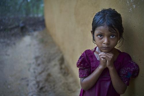 Nasima er 6 år gammel. Hun er et af de mange rohingya-børn, der er flygtet til Bangladesh på grund af de rædselsvækkende overgreb, der sker i Myanmar.