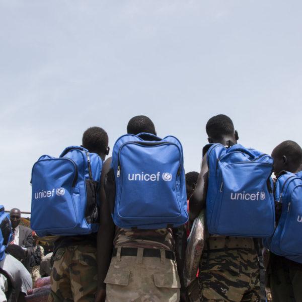 I maj 2018 blev 210 børneoldater frigivet fra væbnede grupper i Pibor, Sydsudan. Under frigivelsesceremonien afleverede børnene formelt deres våben og modtog civilt tøj. Samtidig var frigivelsen første skridt i en proces, hvor børnene skulle tilses af læger og modtage rådgivning og psykosocial støtte som en del af et program implementeret af UNICEF og partnere. Børnene, som blev frigivet, kom hovedsageligt fra oppositionsgruppen SPLA-IO, mens 8 kom fra National Salvation Front.