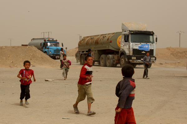 UNICEF leverer hver dag 600.000 liter rent vand til Karama lejren i Syrien, hvor der bor 40.000 mennesker.