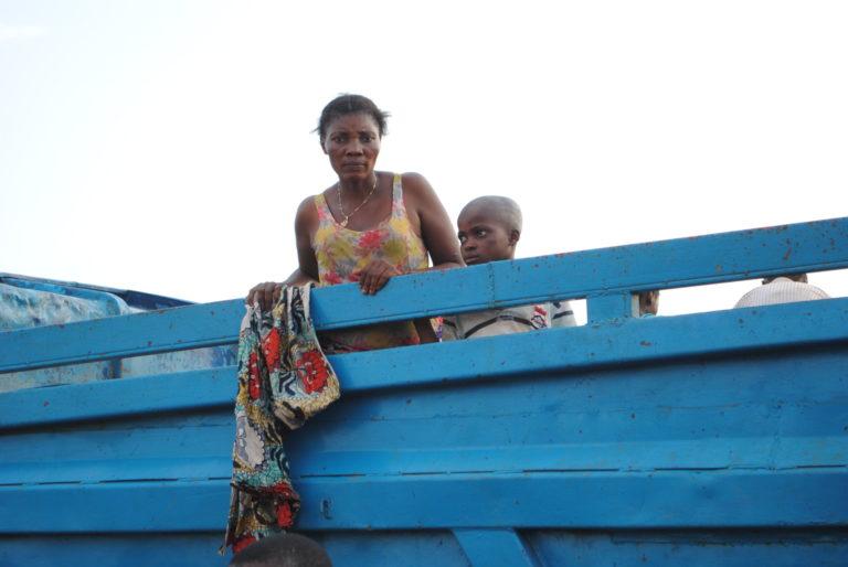 1,7 millioner mennesker er flygtet fra deres hjem i den seneste voldelige konflikt i DR Congo. Her er en mor og hendes barn flygtet over grænsen til Angola.