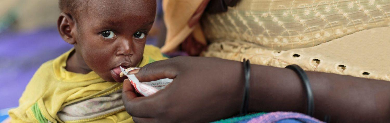 Børn der sulter og lider af underernæring kan behandles med jordnødder