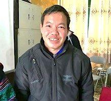 Far til barn på Hempel Fond støttet skole for minoritetsbørn i det nordlige Vietnam.