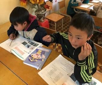 Hempel laver et undervisningsprojekt i det nordlige vietnam for minoritetsbørn