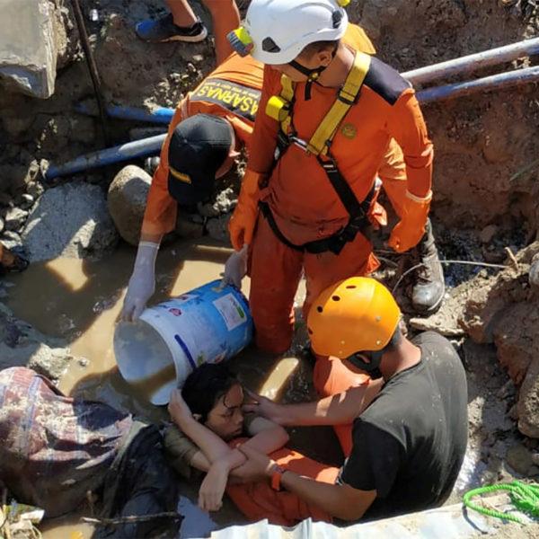 Der arbejdes på højtryk med at søge efter overlevende i Indonesien