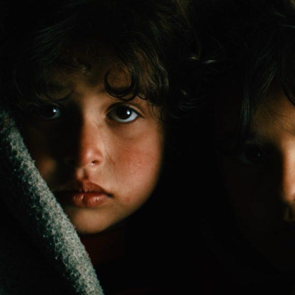 Syriens børn fryser om vinteren. Syriens vinter truer børnene.