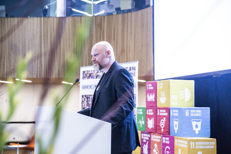 Mads Steffensen var konferencier ved Børnenes Dag i FN-byen. Foto: Lise Balsby/2018