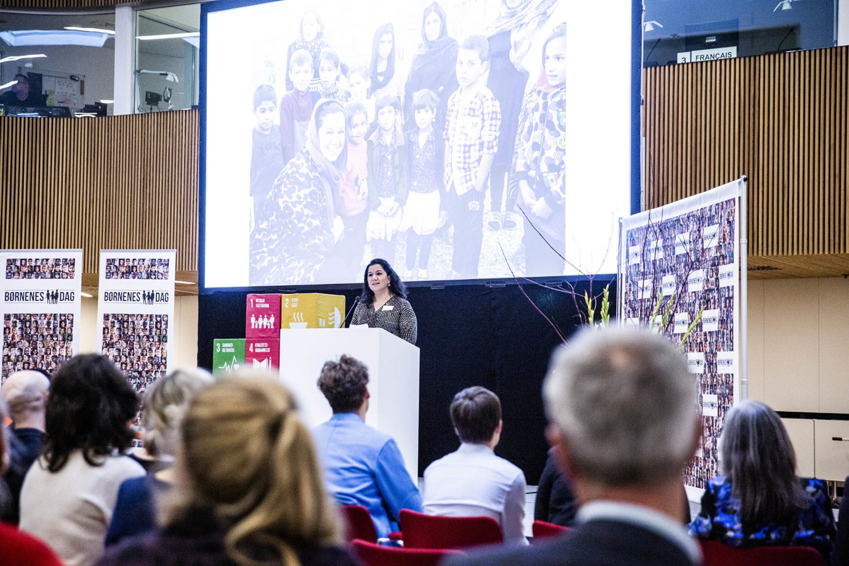 Simi Jan fortæller om sine oplevelser i Afghanistan ved Børnenes Dag i FN-byen. Foto: Lise Balsby/2018