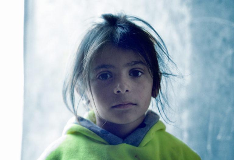 Rowdas seks-årige datter Aya ved om nogen, hvad kulde er. Hun fryser flere måneder om året.