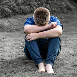 Trist barn modelfoto af Pixabay.com