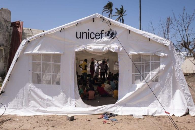 Midt i al kaos har UNICEF været med til at oprettet centre, hvor børn er trygge og i sikkerhed.