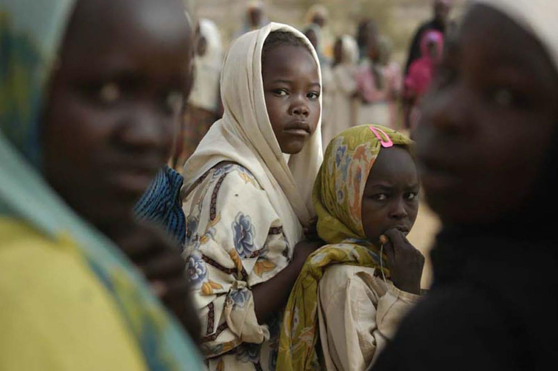En gruppe piger i en lejr i Sudan