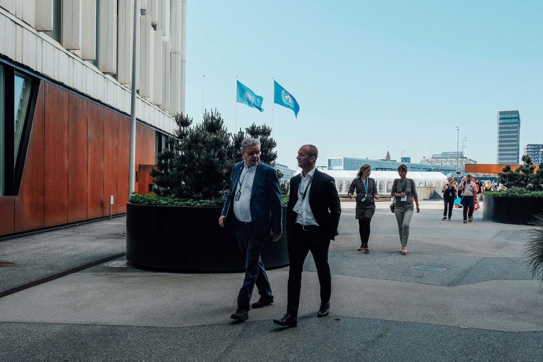 Generalsekretær i UNICEF Danmark Steen M. Andersen ankommer sammen med Thomas Kirk Kristiansen til årets VL Døgn i FN-byen