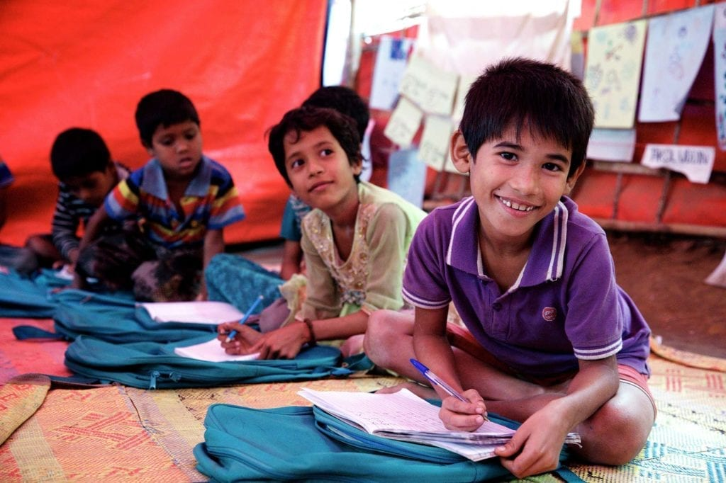 Børn til undervisning på et UNICEF-læringscenter i Bangladesh.