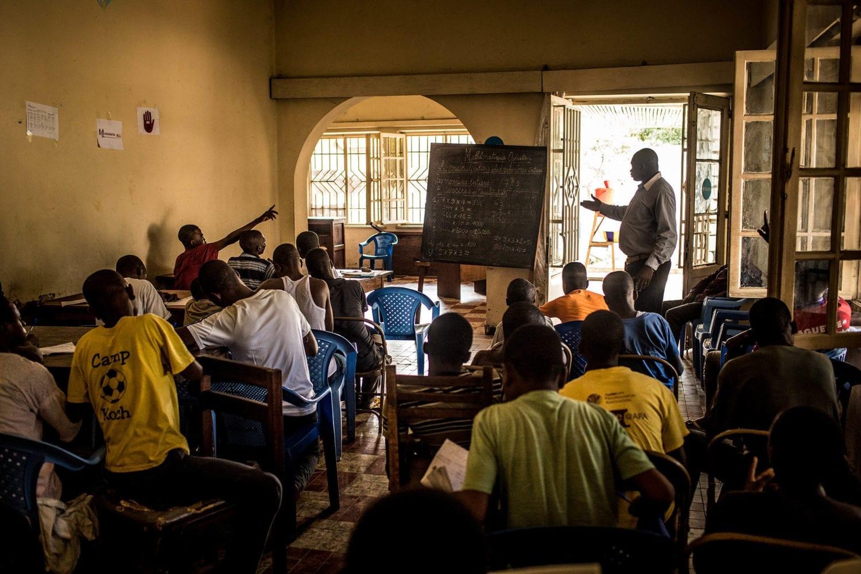Børn til undervisning på et UNICEF-støttet center for tidligere børnesoldater i Congo.
