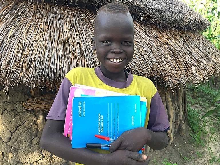 Biblioteksbøger giver belastede børn nyt håb Skolematerialer i Sydsudan skole skolegang læring