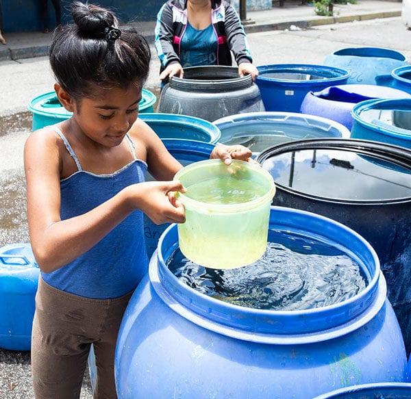 UNICEF leverer vand til kriseramte børn i Venezuela