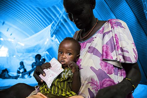 Goanar på 10 måneder fra Sydsudan er underernæret og bliver behandlet med nøddemos, som han får af sin bedstemor.