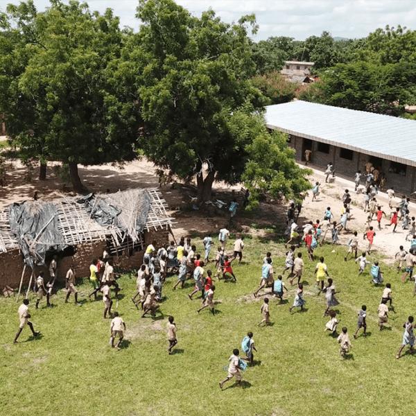UNICEF bygger skoler af plastikaffald