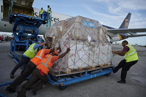 Nødhjælpsforsyninger fra UNICEF og Røde Kors ankommer til Bahamas