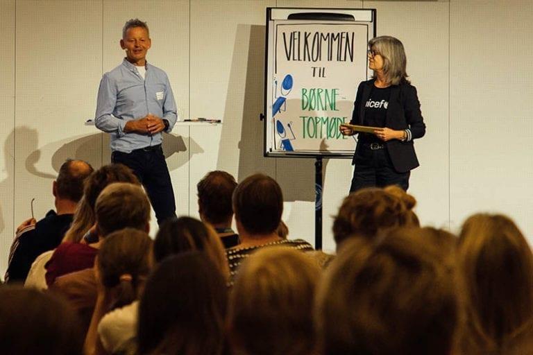 Bubber og Anne-Mette Friis fra UNICEF taler på årets Børnetopmøde