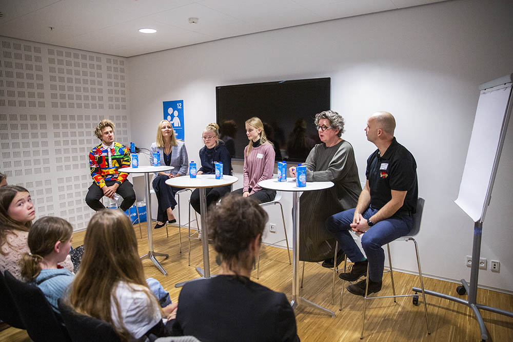 Jonas Madsen fra Ultra Nyt var facilitator på laboratoriet om byer, hvor børn bliver hørt. Her deltog Rasmus Jensen, Charlotte Sahl-Madsen, Louise Thivant, og Freja og Cecilie.