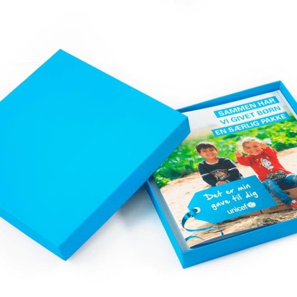 Verdensgaven Barn på Flugt pakken med gavebevis og gaveæske