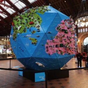 LEGO Globus på Hovedbanen