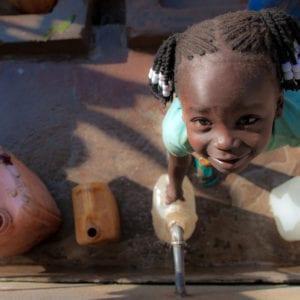 Sammen med Poul Due Jensens Fond (Grundfos Fonden) arbejder UNICEF for adgang til rent vand til ca. 200.000 mennesker